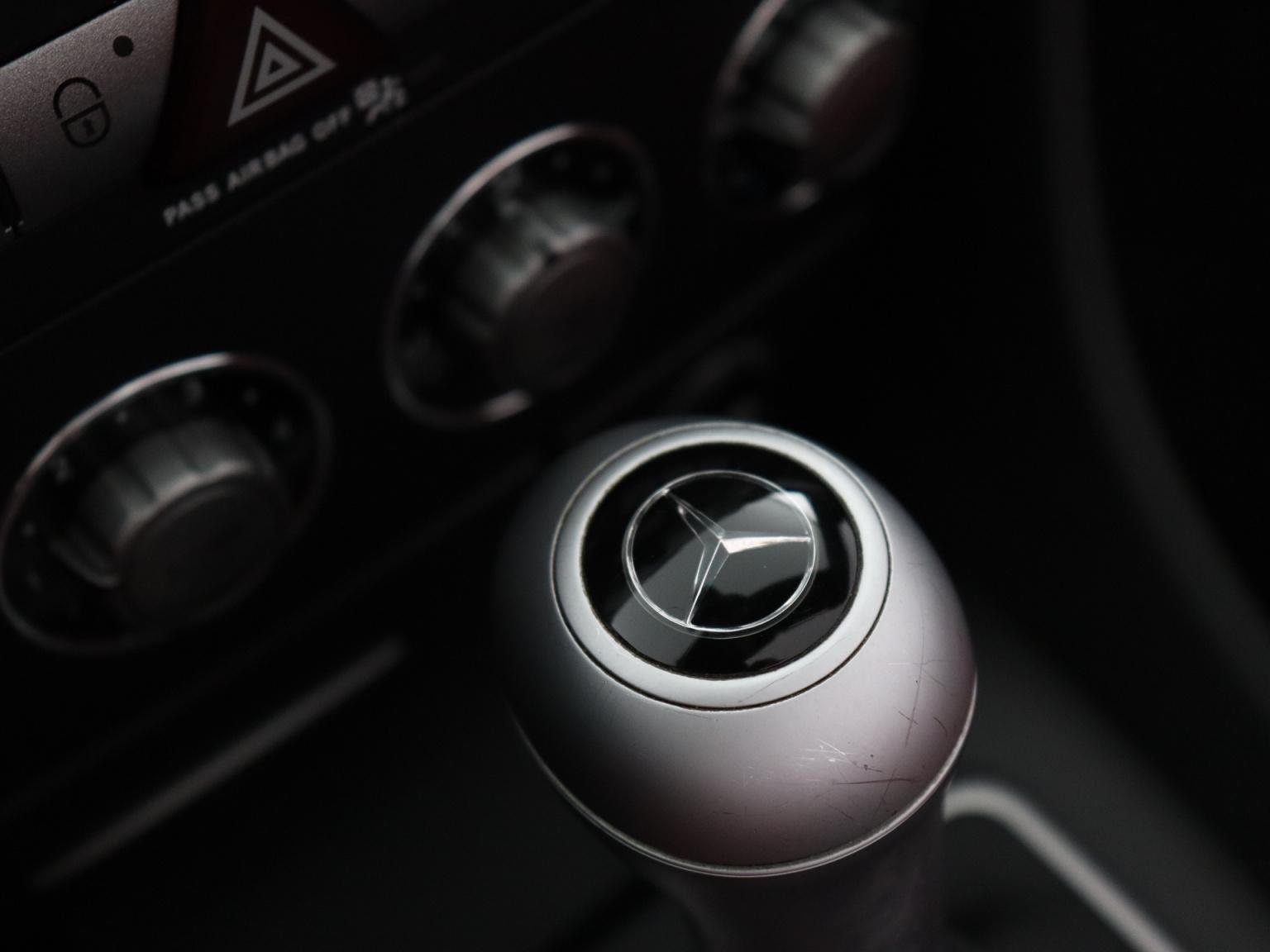 Mercedes-Benz-SLK-41