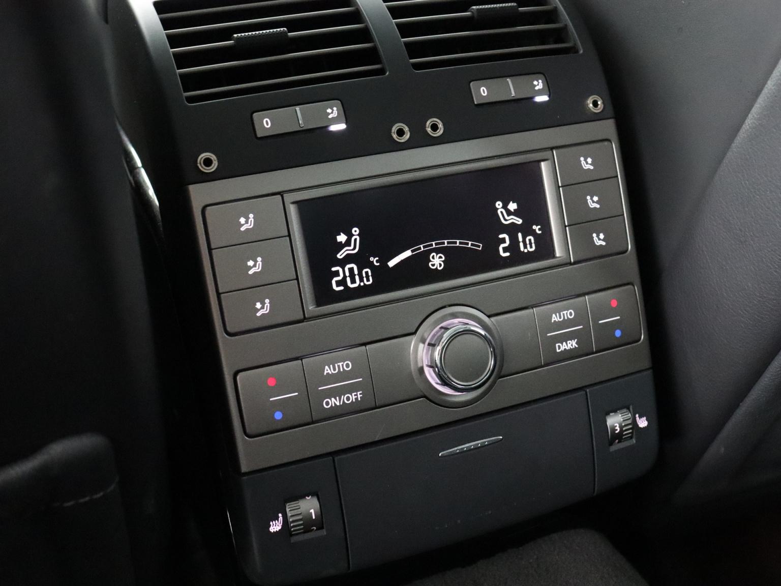 Volkswagen-Phaeton-39