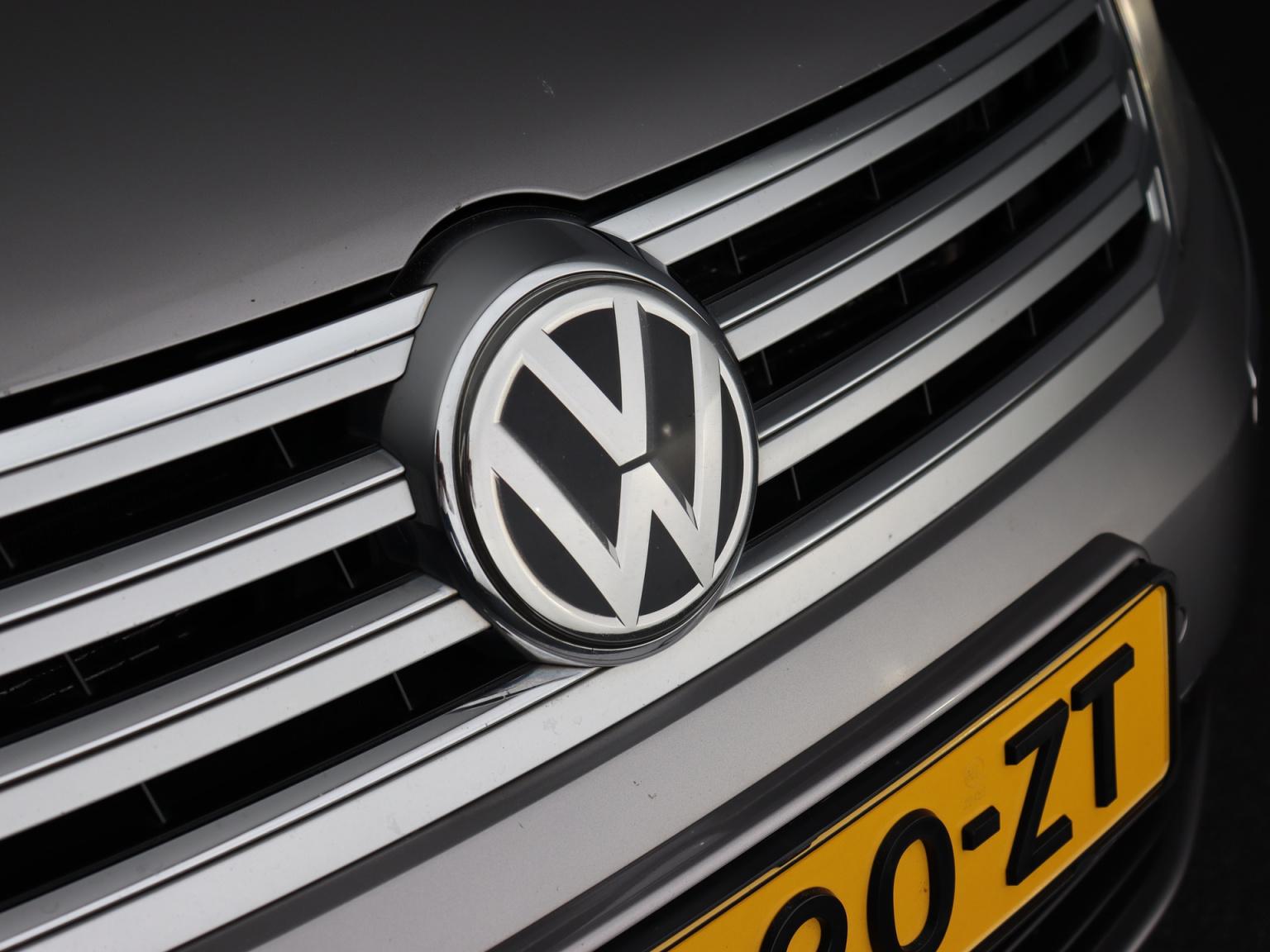Volkswagen-Phaeton-60