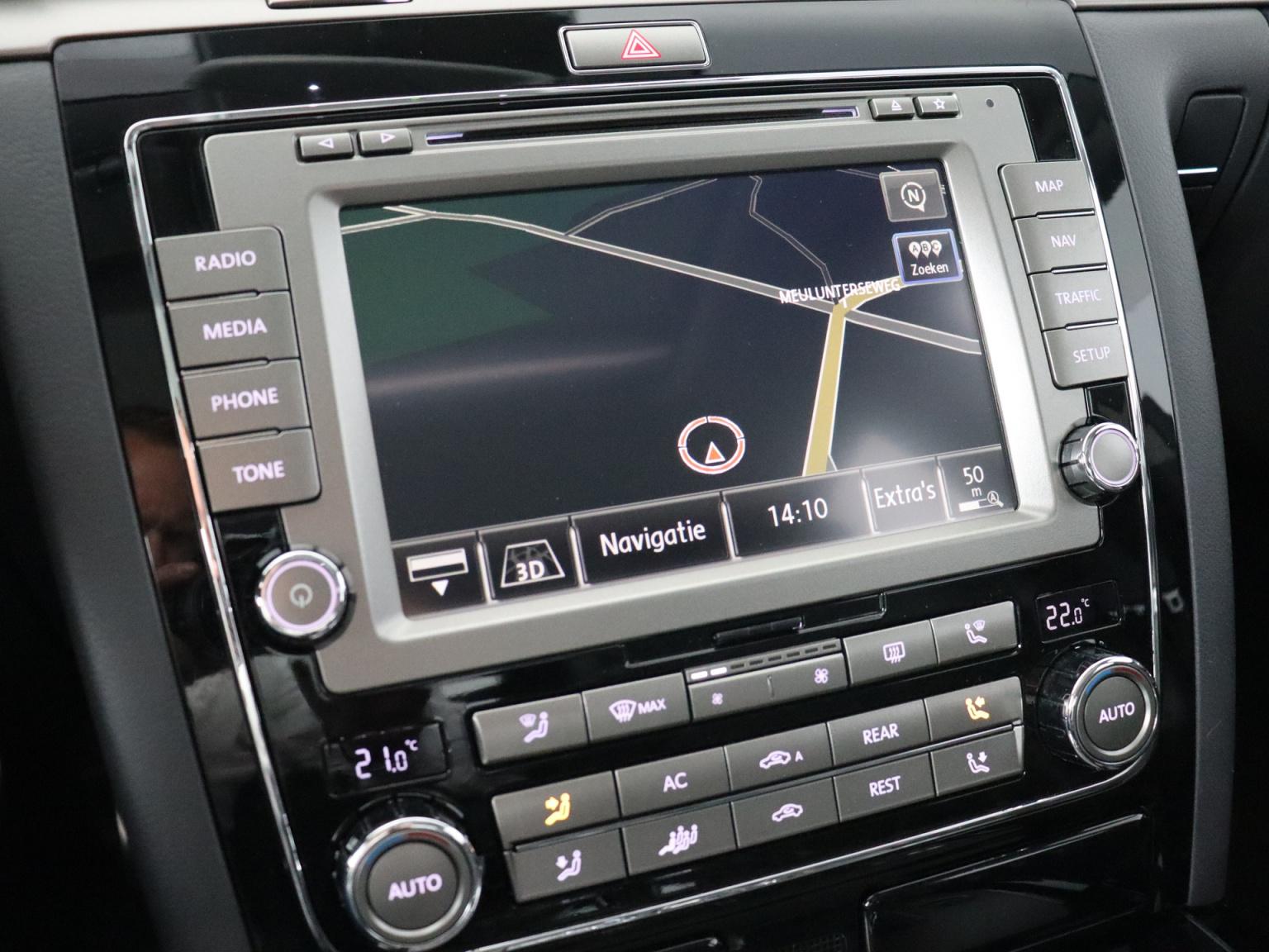 Volkswagen-Phaeton-11