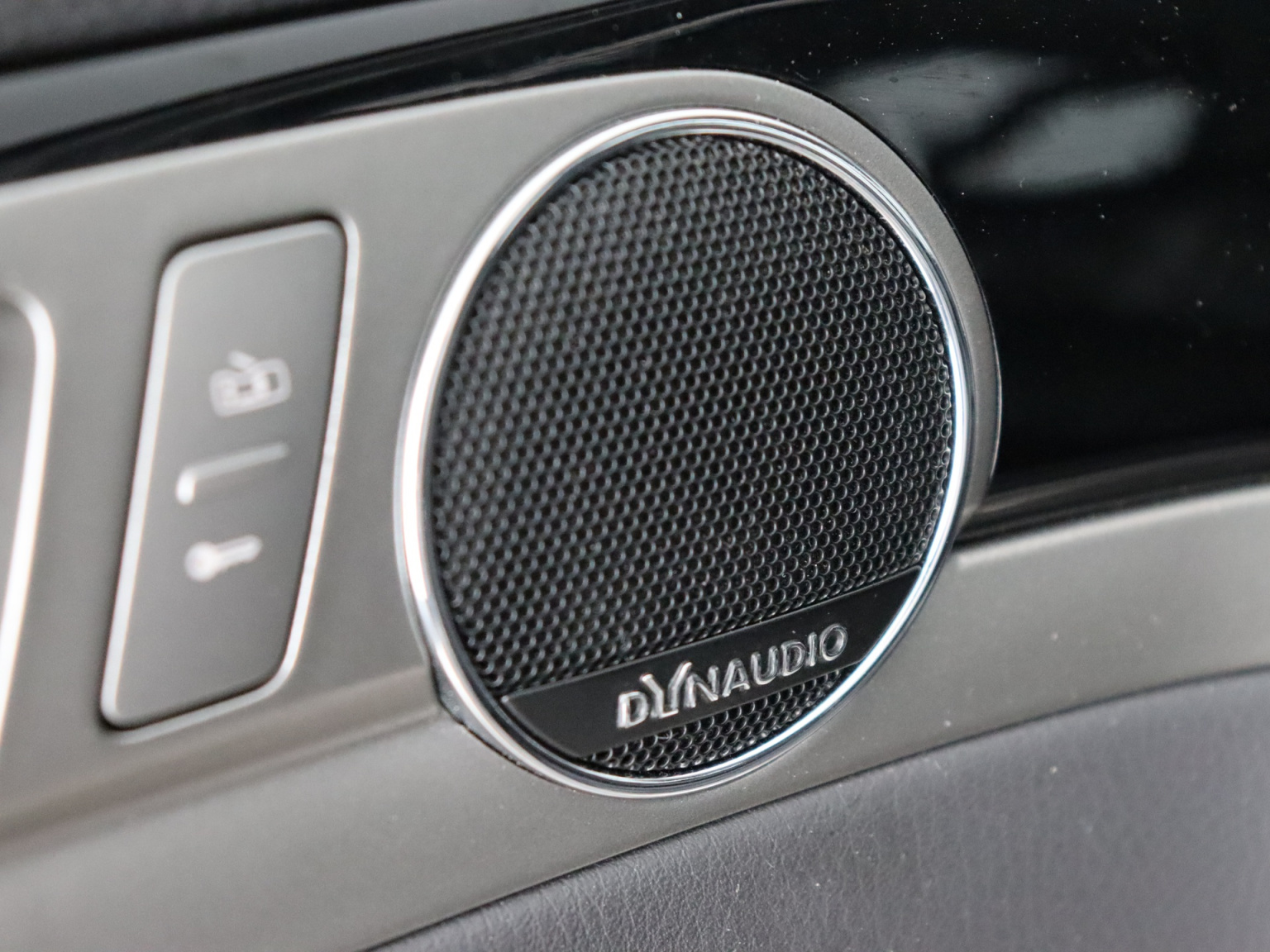 Volkswagen-Phaeton-18