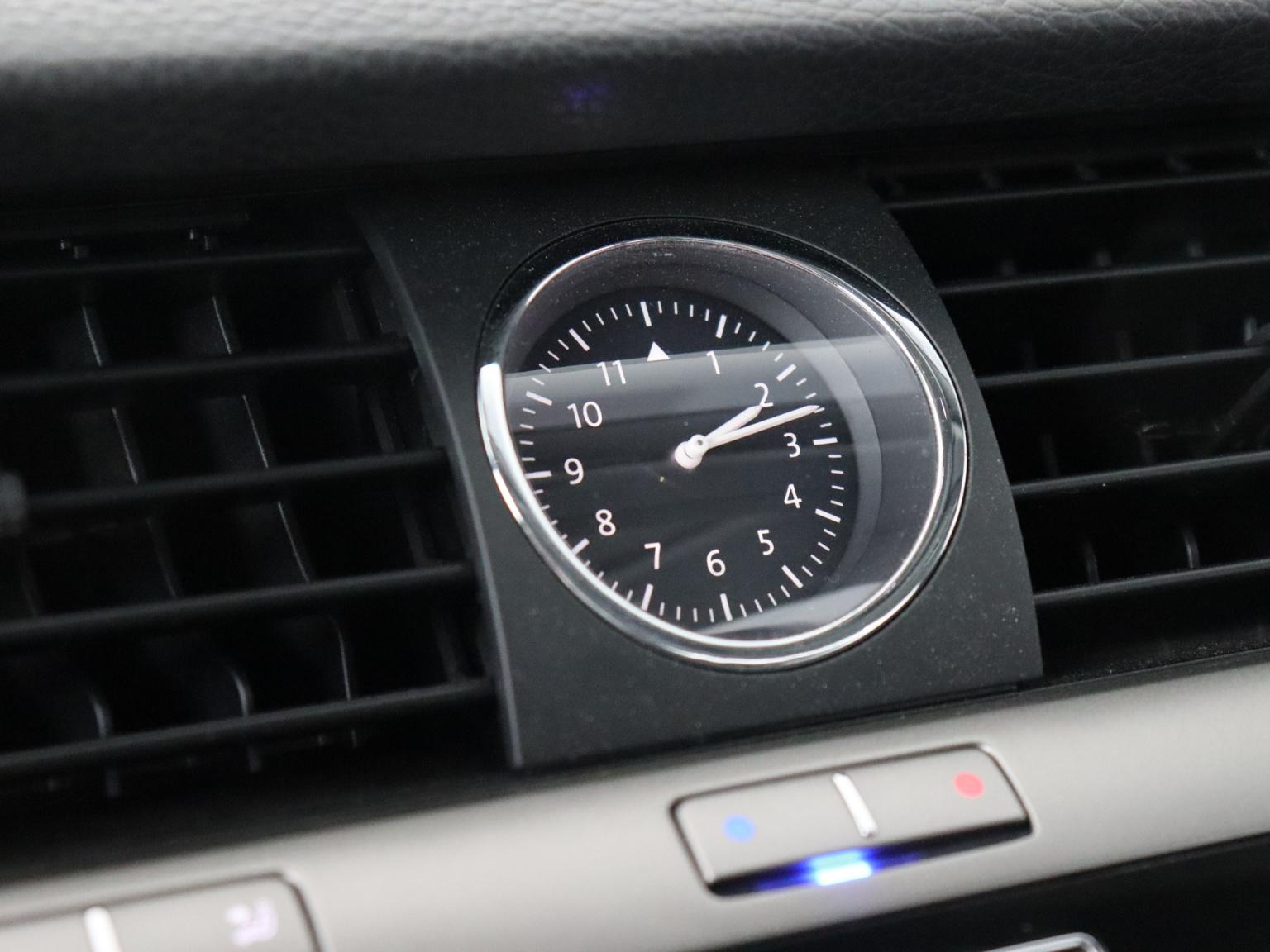 Volkswagen-Phaeton-36