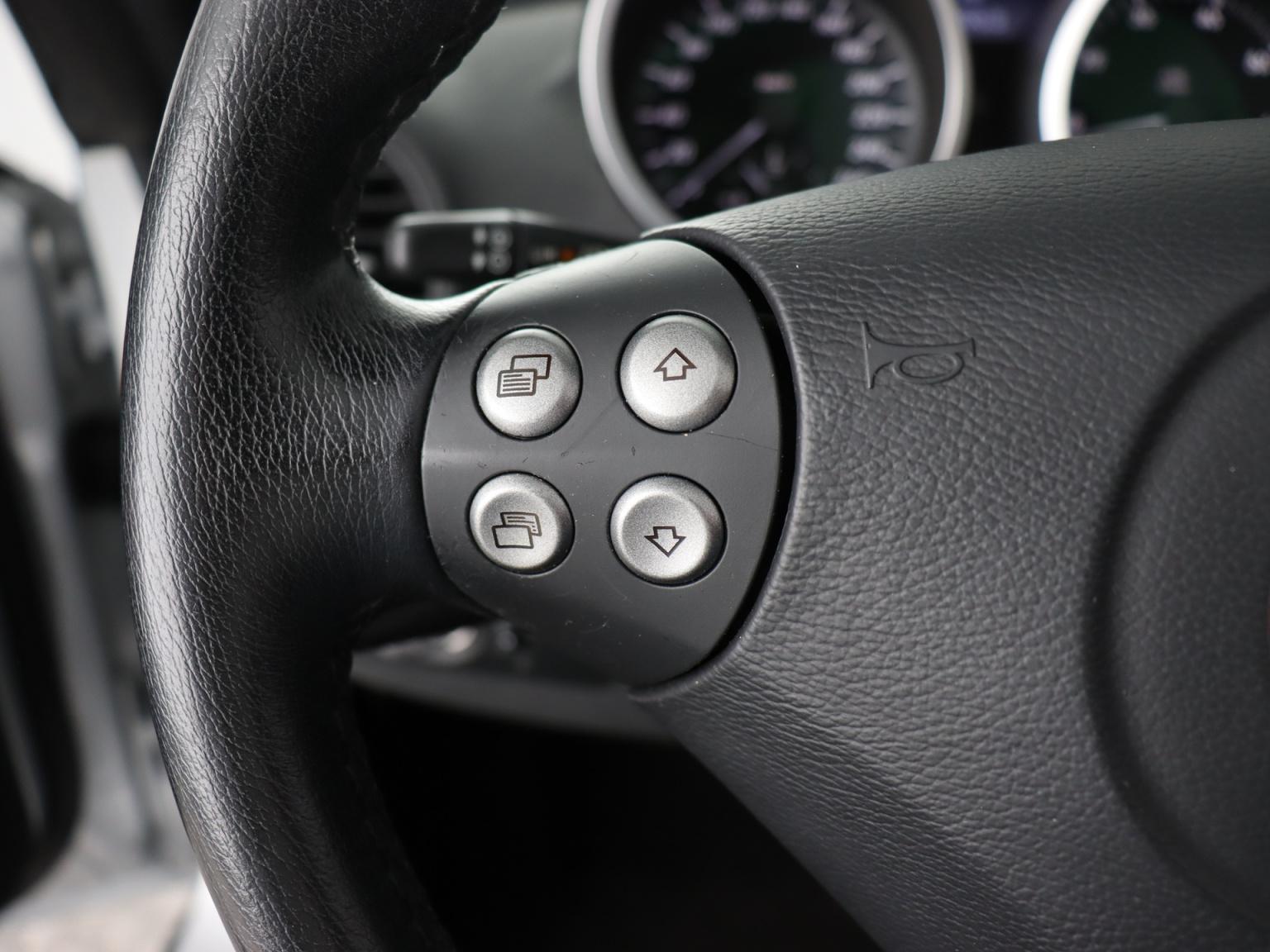 Mercedes-Benz-SLK-9