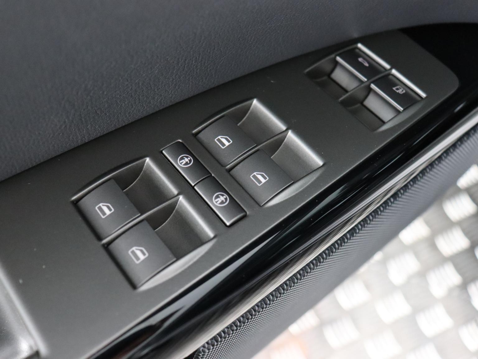 Volkswagen-Phaeton-23