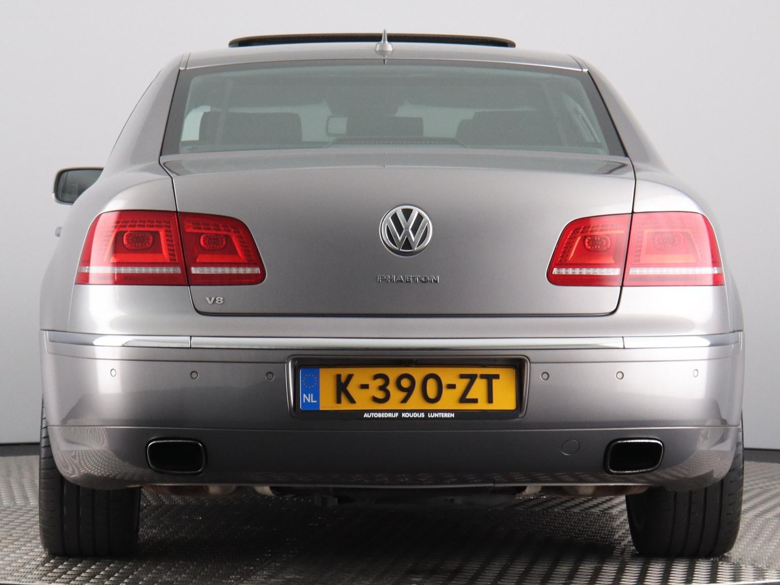 Volkswagen-Phaeton-68