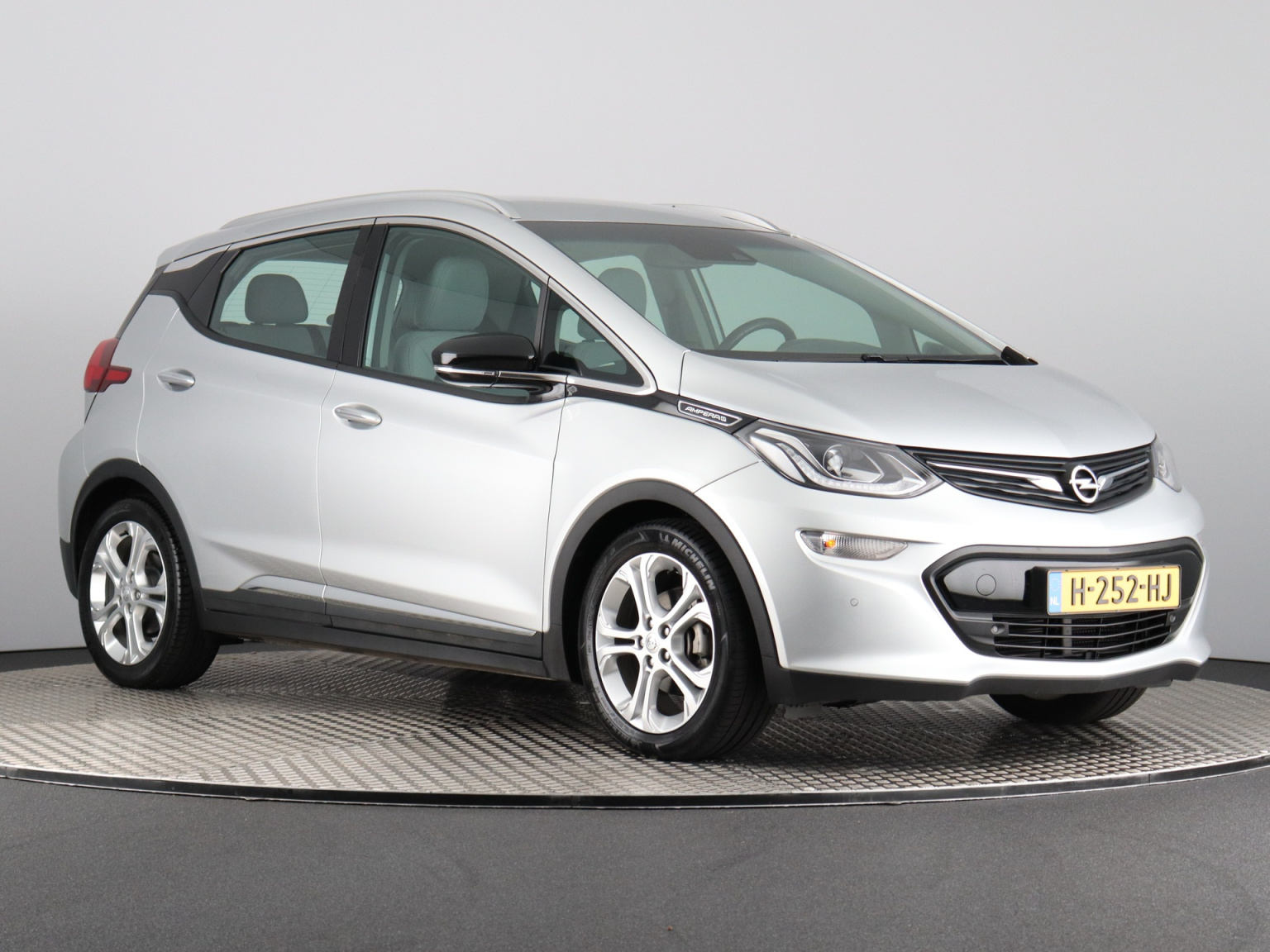 Opel-Ampera-E-2